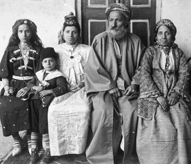 Family of Iraqi Chief Rabbi Hakham Ezra Dangoor in Baghdad, 1910