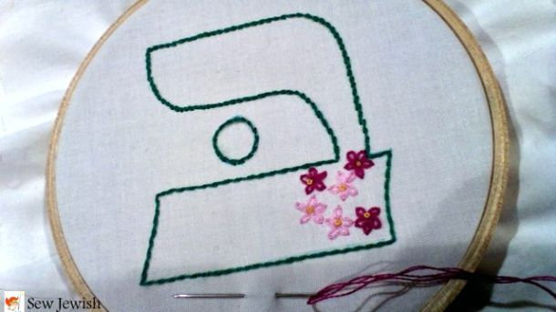 Hebrew letter bet embroidery with lazy daisy stitch